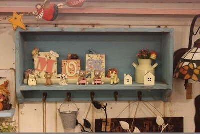 zakka糖果臘腸鄉村雜貨坊      木作類...Rooney壁架(收納架陳列架展示架道具架書架公仔架娃娃架攝影背景)