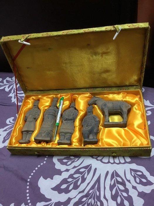 早期仿古陶土兵馬俑 精緻縮小版錦盒#兵馬俑#紀念收藏