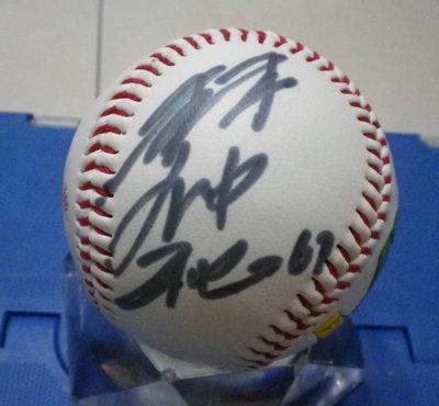 棒球天地--賣場唯一--林仲秋 簽名絕版興農牛球.字跡漂亮