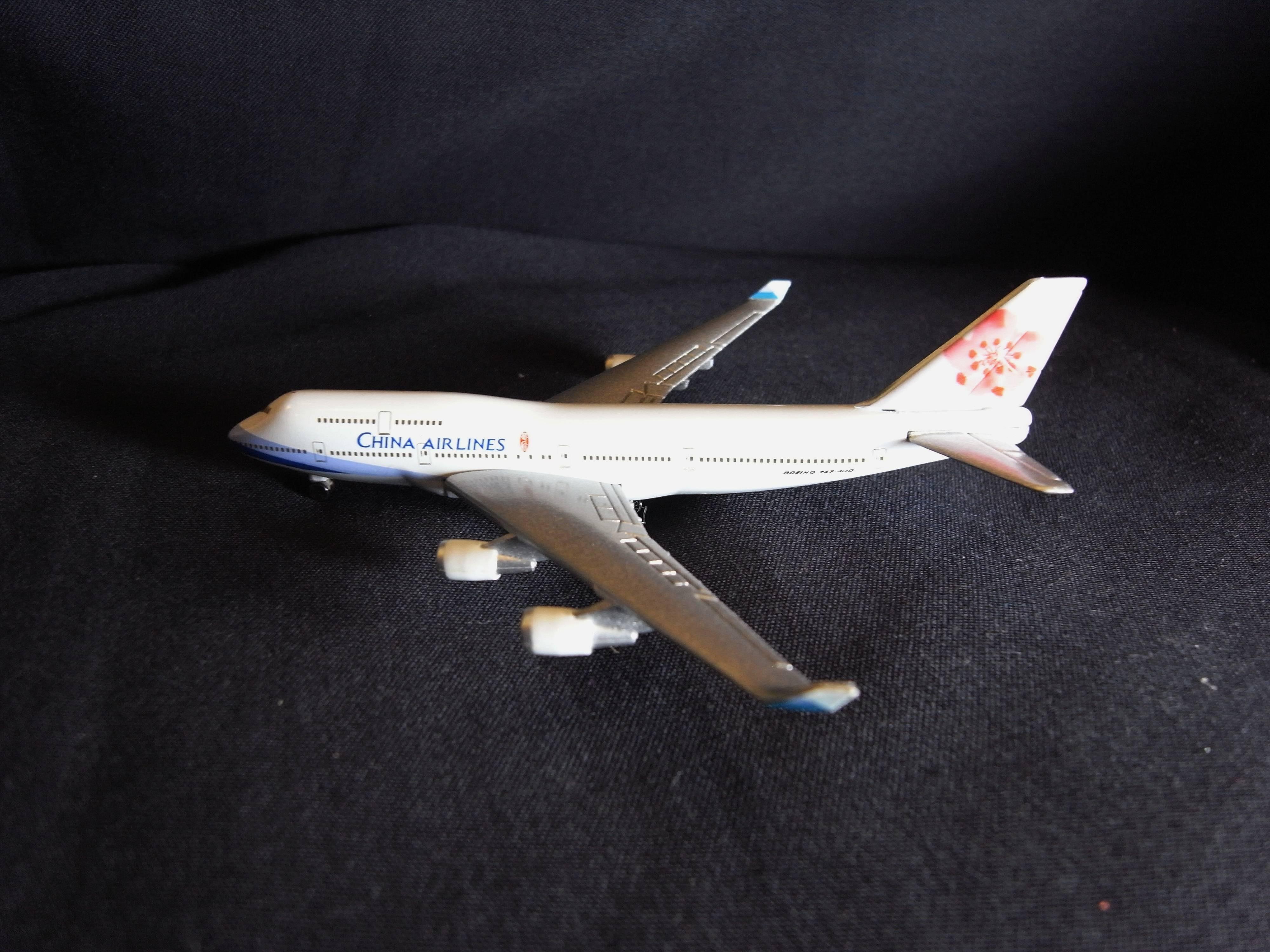*阿威的藏寶箱*【絕版特價 兩岸首航包機 2003年 中華航空 Boeing 747-400 飛機模模型 附原裝盒】