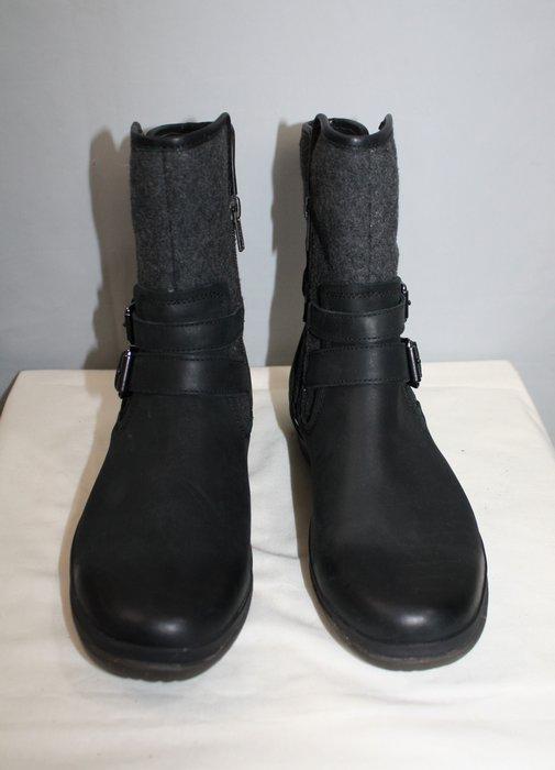海洋工坊二手名牌旗艦店~UGG 黑灰扣帶短筒雪靴(Size:38.5)