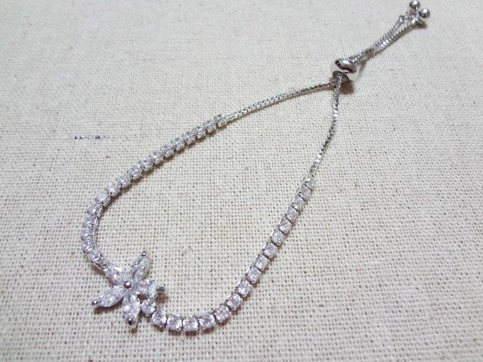 【Love Trina】8110-0220 優雅亮鑽花朵可調式伸縮手鍊。可調式手鍊-(銀色)