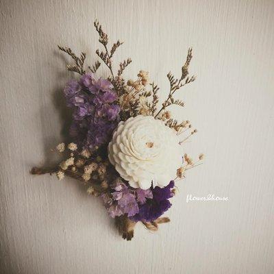 D11。紫白色乾燥胸花。拍照捧花。客製新娘捧花。台北自取【Flower&House花藝之家】