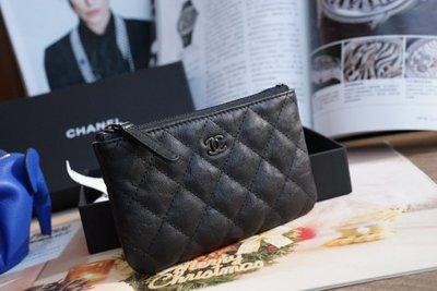 Chanel A82365 小牛皮拉鍊零錢包 黑/黑 CC