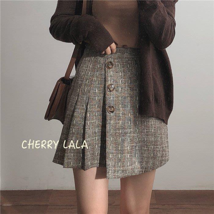 CHERRY LALA  韓。實拍。18秋冬。兩邊不對稱設計防走光復古格紋百褶短裙-咖啡/灰黑  MU5801