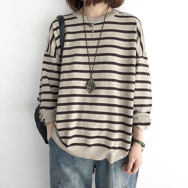 人氣爆棚【T12371】1B12韓。背排扣寬鬆條紋針織衫6色F.預購。小野千尋
