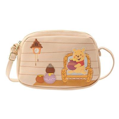 小熊維尼側背包 斜背包 小方包 日本迪士尼商店正品~彤小皮的遊go世界