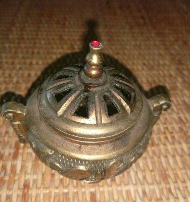 古董銅質香爐,年關俗賣。