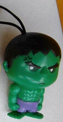 **M8-16** (裸裝無盒標)綠巨人浩克吊飾公仔塑膠玩偶/表面有使用磨擦痕跡/能接受物況再下標