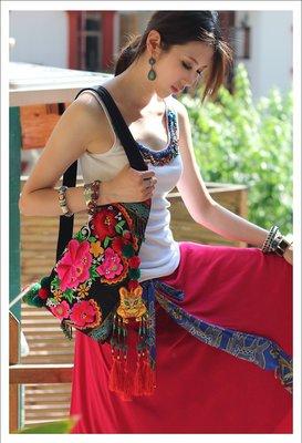 竹竹中國服飾-- 民族包泰國風繡花三角包刺繡單肩斜挎包背包胸包 花靈 (特價品)