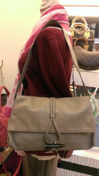 布蘭斯名牌館 * 專櫃真品 Burberry 牛角皮革肩背包實品拍攝本月特價
