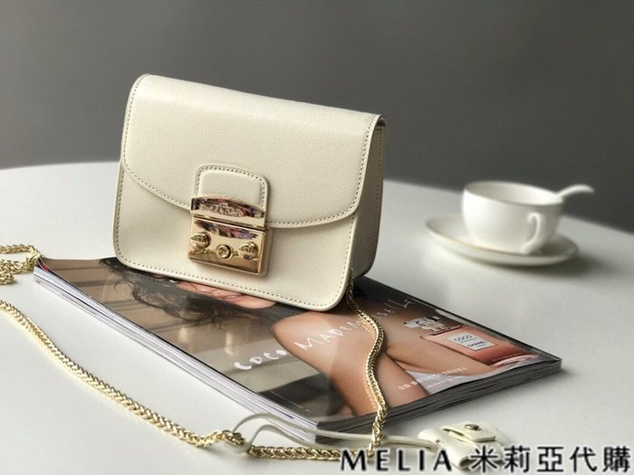 Melia 米莉亞代購 商城特價 數量有限 每日更新 FURLA 經典小方 淑女包 單肩斜背包 素色來襲 白色