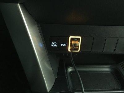 (柚子車舖) 豐田 SIENTA 正廠車美仕套件 2.1A 雙孔 USB 充電座 b