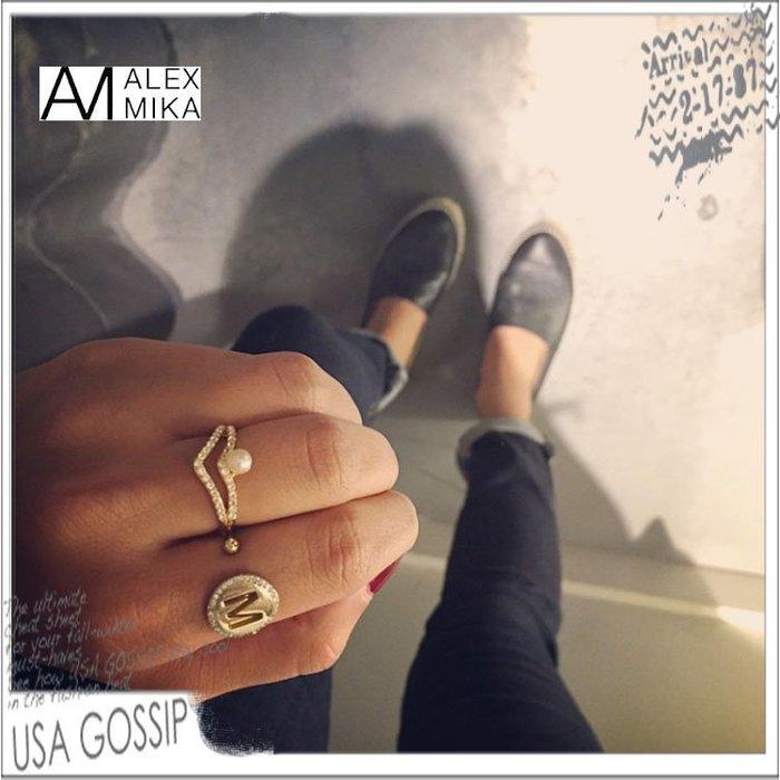 ㊣ 美國八卦小報 ㊣ ALEX MIKA 紐約設計師品牌 新款雙V鑲鑽珍珠戒指 現貨