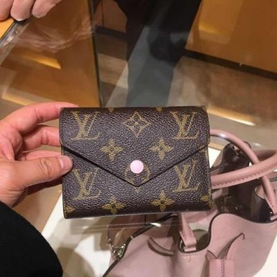 Louis Vuitton LV M62360 Victorine 粉紅 三折 短夾