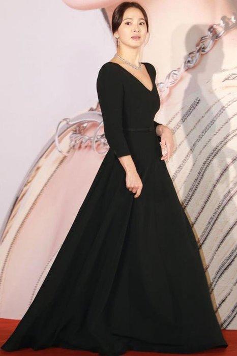紫滕戀推出宋慧喬同款黑色時尚顯瘦V領七分袖連衣裙大擺禮服