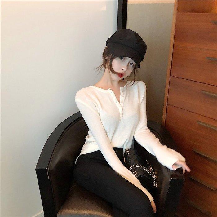 【Tracy's 貓頭鷹小姐】韓國訂單薄款鈕釦長袖針織衣/ T桖女裝休閒氣質女上衣低胸顯瘦性感短褲牛仔褲白色實拍