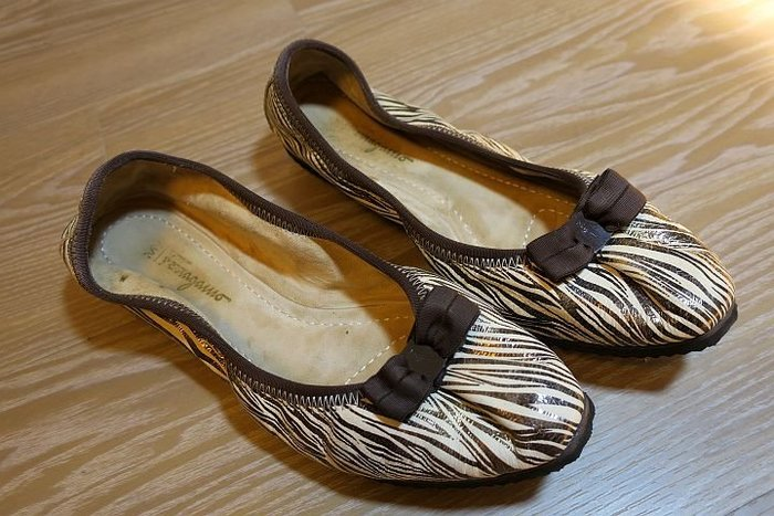 *Beauty*Salvatore Ferragamo 真皮金屬色斑馬紋赫本鞋 8號 IR