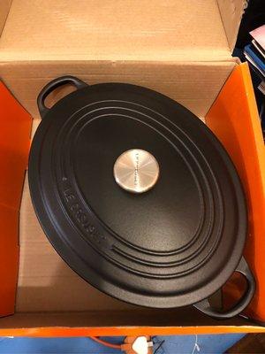 Le Creuset 29cm oval cast iron pot
