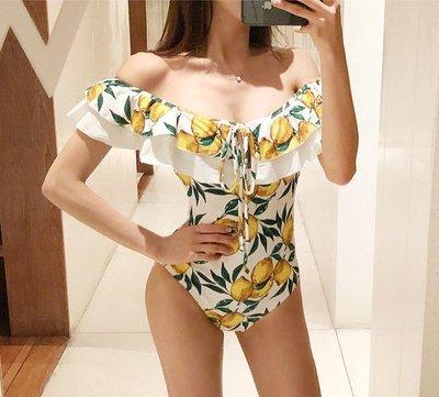 Qmi 一字領露肩小清新檸檬印花連體遮肚泳衣