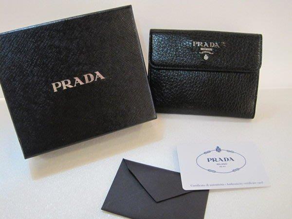 *旺角名店* Prada 全新 金屬立體字Logo  皮夾 短夾 發財包