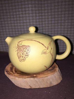 紫砂壺---西施款式壺,泥料:本山綠泥,7孔出水,容量約220CC(尹文倩製,附證書)