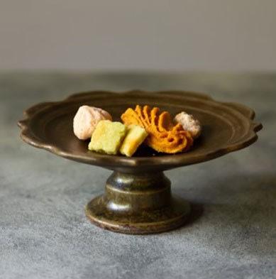 發現花園日本選物 ~日本製 信樂燒作家  古谷製作所 古谷浩一 花型 高台盤~ 13 cm