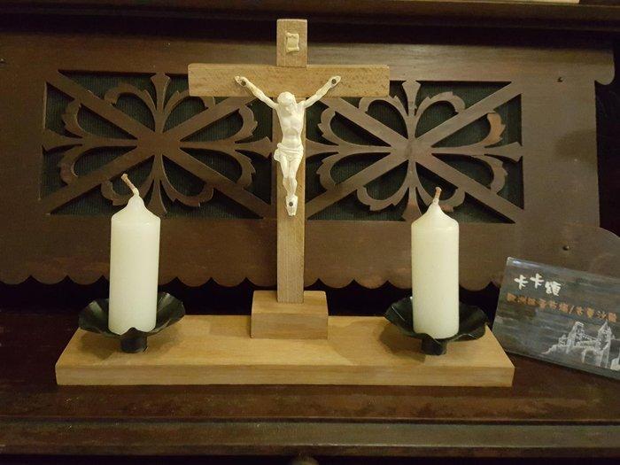 【卡卡頌 歐洲跳蚤市場/歐洲古董 】歐洲老件_手工 耶穌十字架 木雕燭台 w0097✬