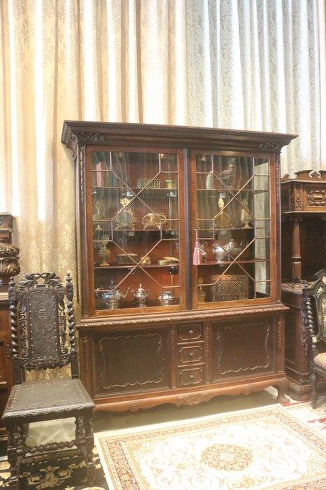 【家與收藏】稀有珍藏歐洲百年古董英國19世紀古典優雅精緻手工木雕大尺寸邊櫃/玻璃展示櫃/置物櫃