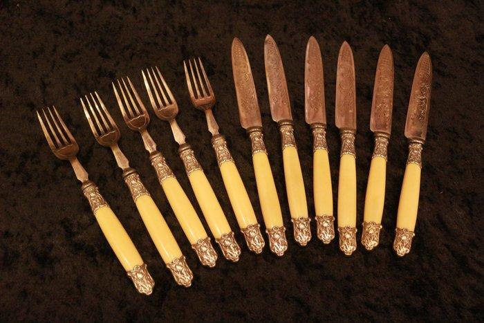 【家與收藏】超值特價極品稀有珍藏歐洲百年古董英國19世紀手工精緻優雅銀浮雕刀叉