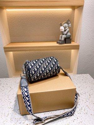 Lv真皮單肩包Dior/迪奧,Lv/牛仔布配皮復古圓筒包,男女斜挎水桶枕頭包,LoGo電渡五金,帶盒,尺寸20*12,M661140