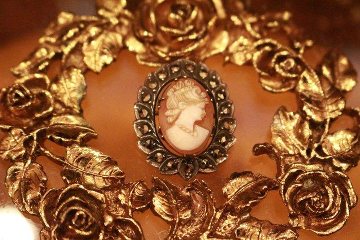 【家與收藏】賠售特價極品珍藏法國百年古董精緻優雅仕女珍貴手工cameo貝雕純銀寶石小胸針/墜子