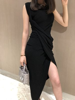 《巴黎拜金女》褶皺設計高開衩連衣裙