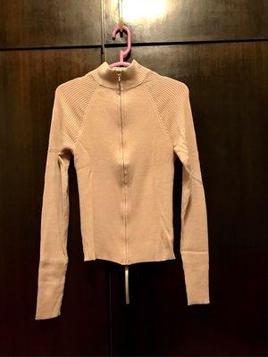 名牌新品現貨【 KOOKAI 經典高領 最新無肩線 長袖拉鍊上衣 2號 】實穿百搭。法國製。克服尺寸肩膀侷限、彈性纖維。