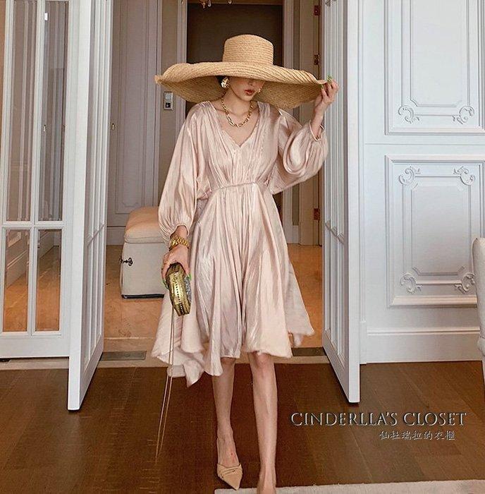 《仙杜瑞拉的衣櫃》sk1131 法式復古 優雅V領七分袖連身裙