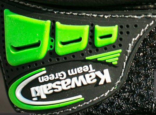 大里Moto2輪館 VF8 Kawasaki 夏季網眼手套 特價$1680(M~XL)