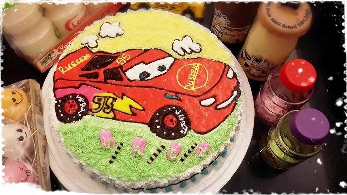 ❤ 歡迎自取 ❤ 雪屋麵包坊 ❥ 十二吋生日蛋糕 ❥ 閃電麥昆卡通車車 ❥❥ 加贈彩色蠟燭唷 ❥❥ 85 折優惠中