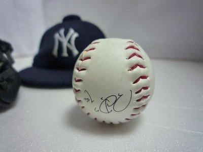 東大居家-王建民 收藏品 (MINI 手套 、印刷簽名球 、洋基球帽) 出清價