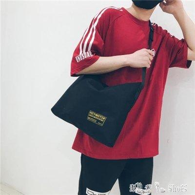 中性日繫原宿港風簡約帆布雜志包文藝單肩...