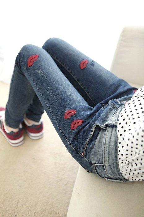 ☆Candy Box☆2015新款時尚漸變色修身牛仔褲女小脚鉛筆褲红唇刺鏽長褲 Z1612355