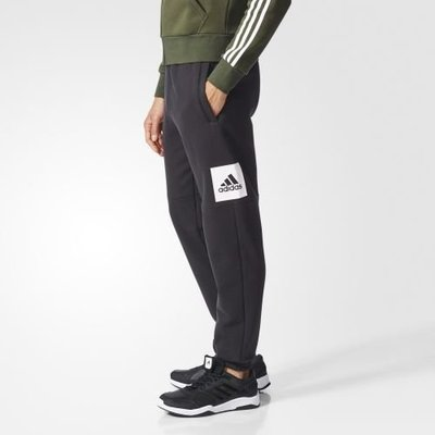 adidas Essentials 愛迪達 運動 休閒 棉質 大LOGO 縮口 標誌長褲 男 BP5440
