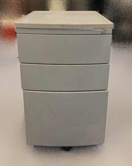 【宏品二手家具】二手家具推薦- C42971 *銀色三抽活動櫃*上玻璃下鐵門公文櫃 理想櫃 資料櫃 辦公桌椅 電腦桌椅
