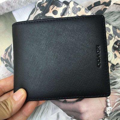 【八妹精品】COACH 74768  新款黑色短款男士 十字紋牛皮 帶零錢袋皮夾 錢包