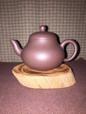 早期紫砂壺---小梨形款式,泥料:老紫泥,獨孔出水,容量約130CC
