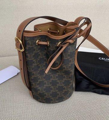[非現貨,英國代購直郵台灣✈️  ]Celine Small Drawstring Bag in canvas 小款帆布水桶包