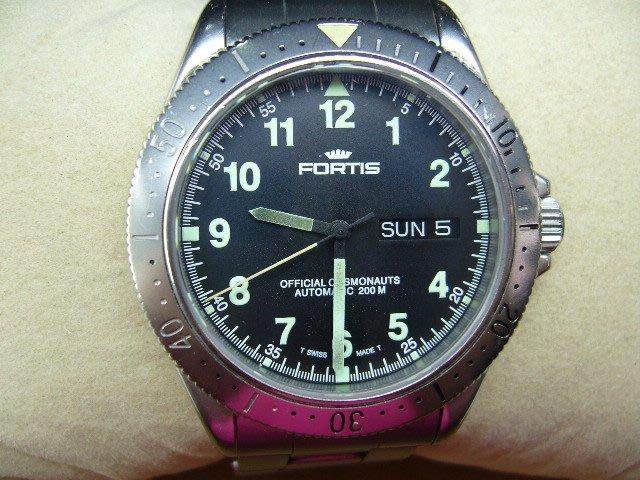 [吉宏精品交流中心]FORTIS 自動機械 200米 不鏽鋼 男錶 潛水表