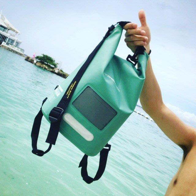 日本Stream Trail 戶外防水包/10L方塊圓桶包Dry Cube 10L 翡翠綠後背包(下雨登山騎車必備)