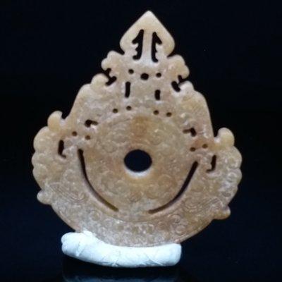 和闐玉  老白玉 雙龍至尊玉壁 受沁質變 老挫工 解玉砂痕跡 接刀工藝明顯