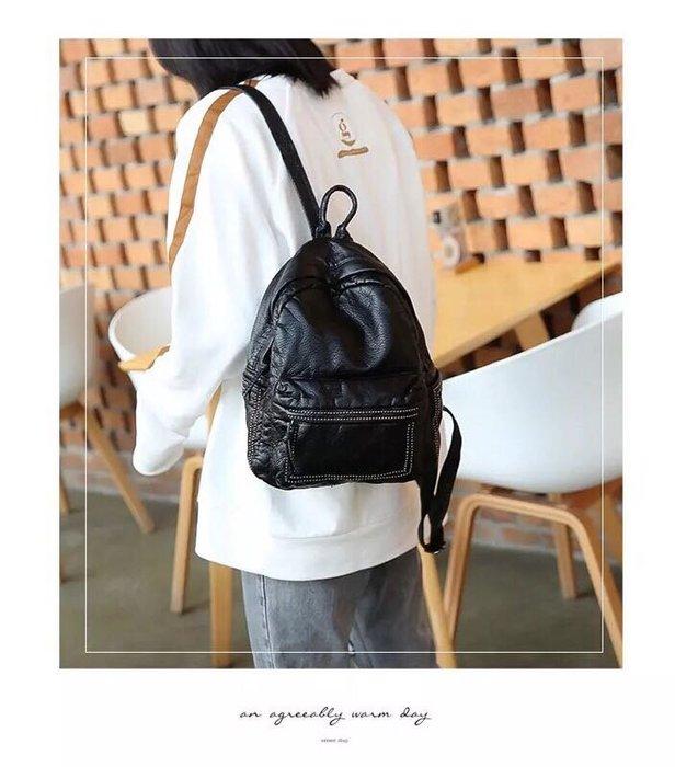 現貨🎁新款水洗皮铆釘双肩包女大生日常百搭旅行韓版軟皮小背包