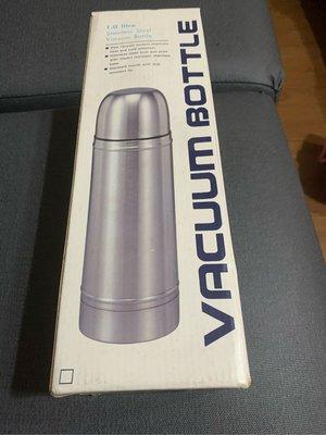 VACUUM BOTTLE 1.0 liter(廚櫃上)